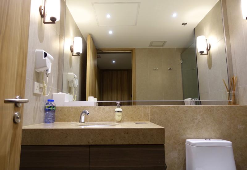 Ensuite Bathroom of Private Sleeping Room  Plaza Premium Lounge. Review  Plaza Premium Lounge Hong Kong and Sleeping Room   TravelSort