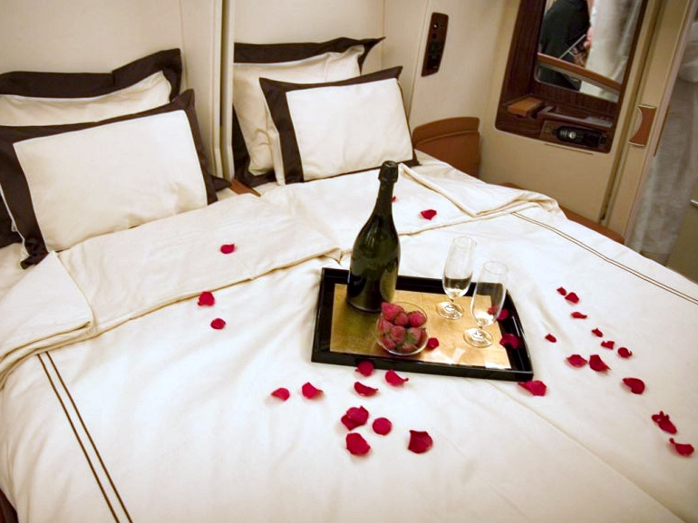 Best Credit Cards to Pay for Your Wedding to Earn Miles for First Class to Europe