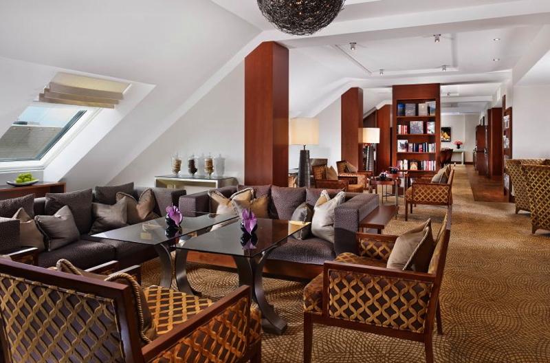 Ritz-Carlton Vienna: Free Club Lounge Access