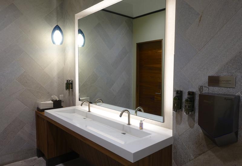 AMEX Centurion Lounge San Francisco Review-Bathroom