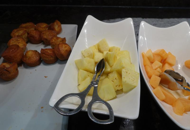 Breakfast Fruit, AMEX Centurion Lounge San Francisco Review
