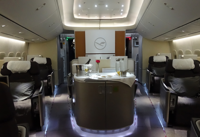 review lufthansa first class 747 8 nyc to frankfurt travelsort. Black Bedroom Furniture Sets. Home Design Ideas
