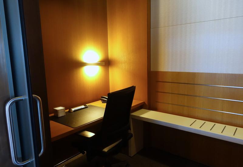 Office Work Space, Lufthansa First Class Terminal Review