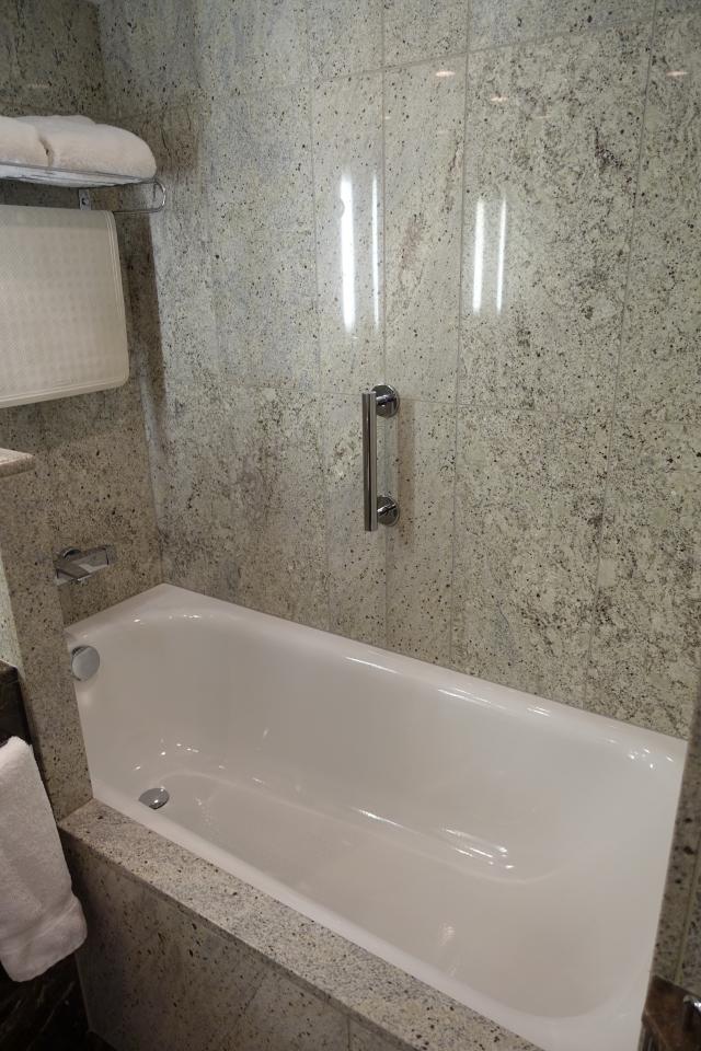 Seabourn Quest Stateroom Bathtub
