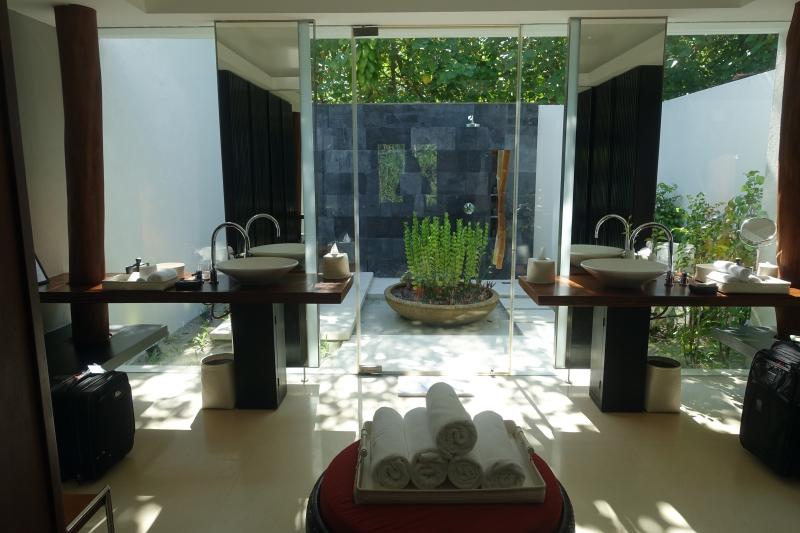 Park Pool Villa Bathroom, Park Hyatt Maldives Review