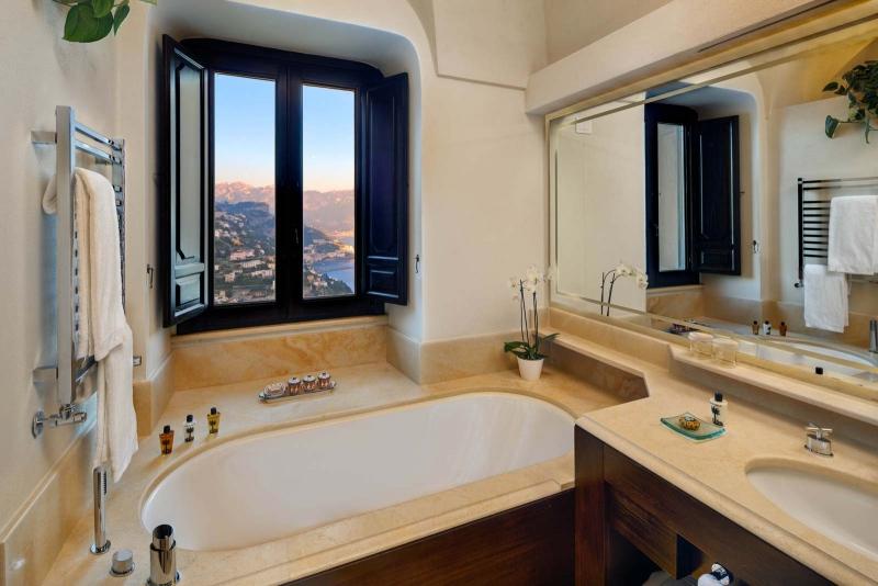 Deluxe Suite Bathroom, Monastero Santa Rosa