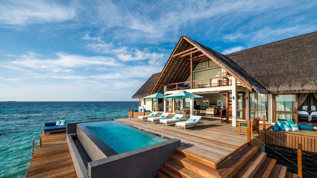 top 5 luxury overwater villas fiji maldives bora bora. Black Bedroom Furniture Sets. Home Design Ideas
