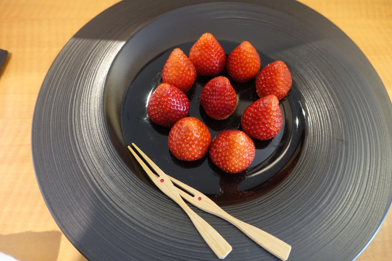 Fresh Strawberries Welcome Amenity, Mandarin Oriental Tokyo Review