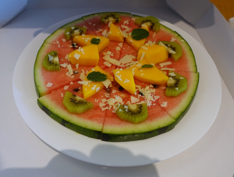 """Fruit """"Pizza"""" Welcome Amenity, Mandarin Oriental Tokyo Review"""