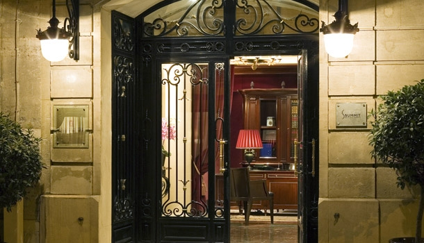 Paris boutique hotel review francois 1er for Paris boutiques hotels