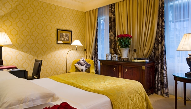 Paris boutique hotel review francois 1er for Hotel original france