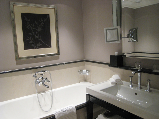 Soaking tub, Deluxe Room, Le Burgundy Hotel Paris