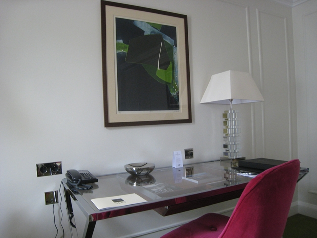 Work Desk, Deluxe Room, Le Burgundy Hotel Paris