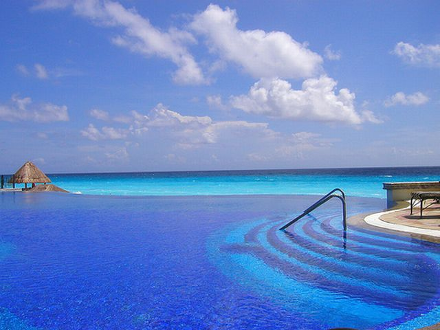 Cool Pools Great Stays Infinity pool at Le Meridien Cancun