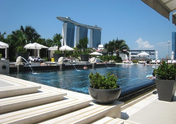 Mandarin oriental singapore hotel review travelsort for Pool garden marina mandarin