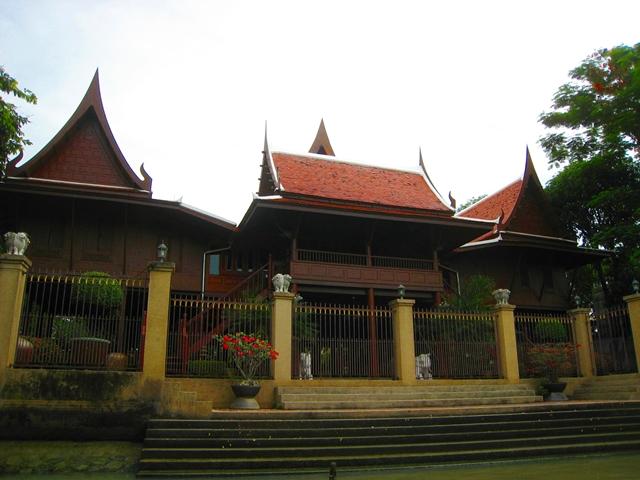 Royal Barges Museum and Bangkok Canals Tour