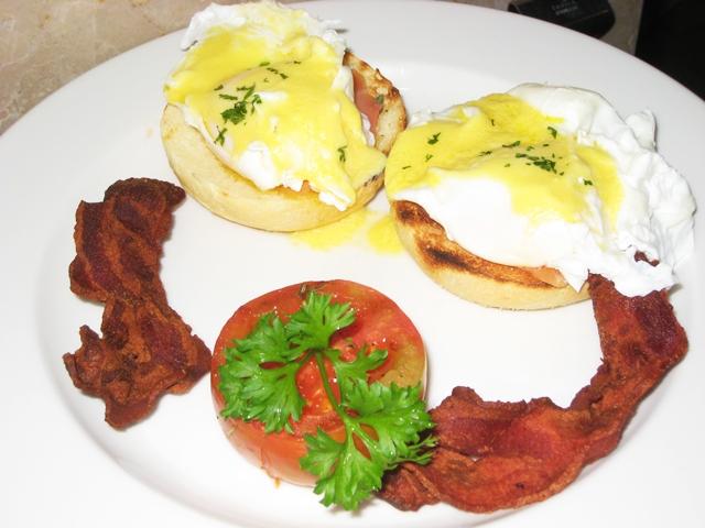 Komaneka at Bisma Review - Smoked Salmon eggs benedict