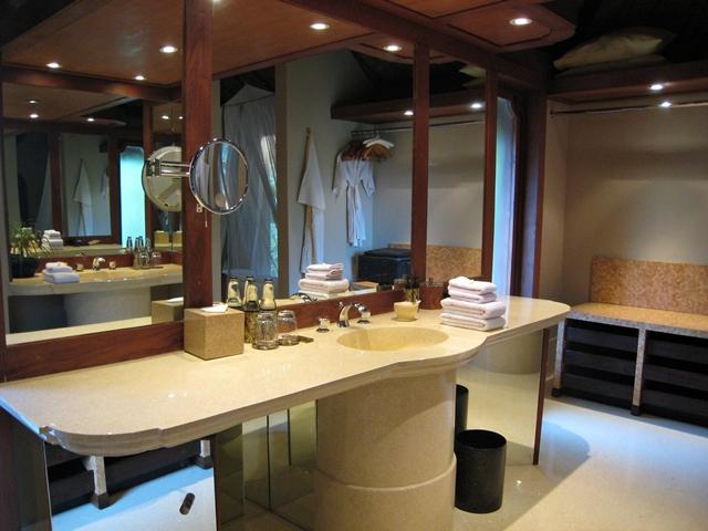 Amankila Ocean Suite Review - Bathroom Mirrored Vanity