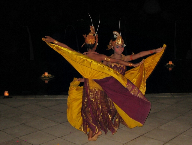 Amankila Review - Balinese Dance Performance