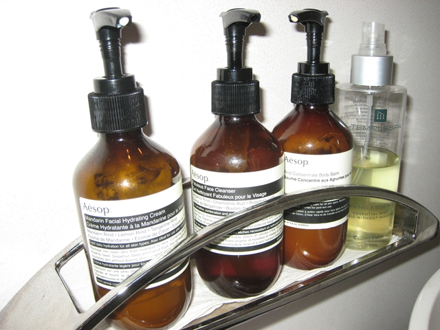 Cathay Pacific First Class Bali to Hong Kong Review - Aesop skincare in bathroom