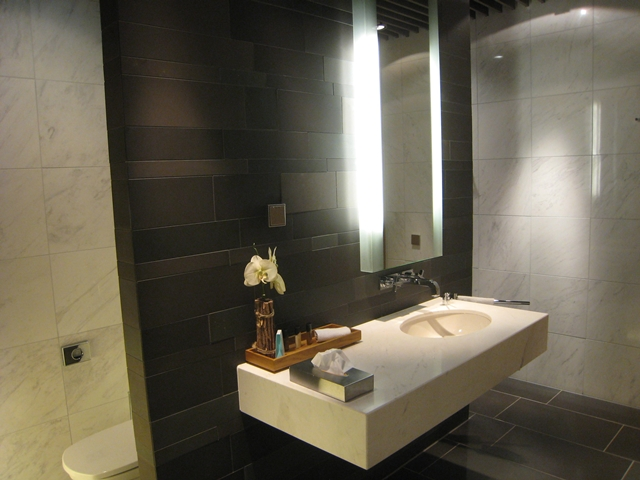 Review-Lufthansa Munich First Class Lounge - Shower Room