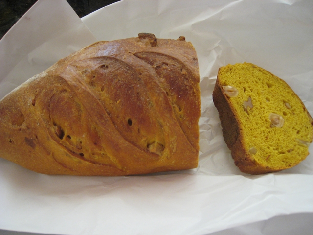 Maison Kayser NYC Review - Saffron Hazelnut Bread
