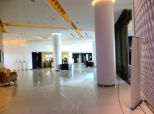 Yas Viceroy Abu Dhabi Hotel Review - Lobby