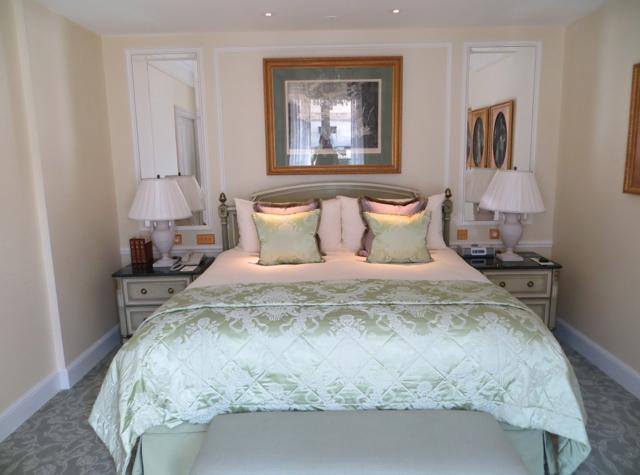 Four Seasons Paris Review - Four Seasons Suite Bedroom