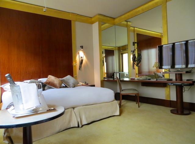 Park Hyatt Paris Vendome Review - Park Deluxe Room