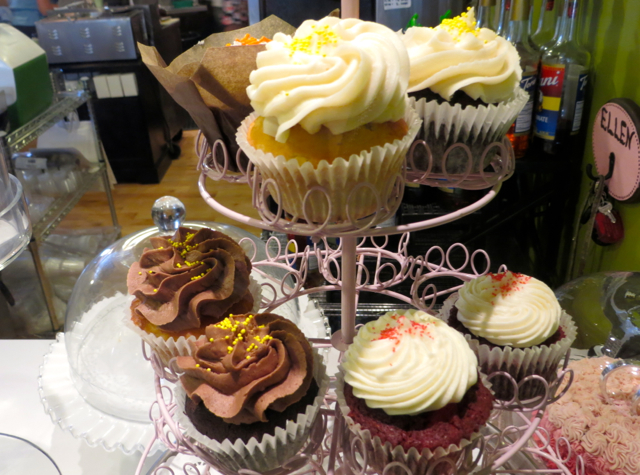 What to Do in Lockport - Sweet Sixteen Cafe Cupcakes