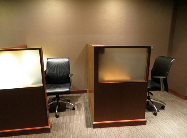 Thai Airways Royal Orchid Lounge Bangkok Review - Business Work Desks