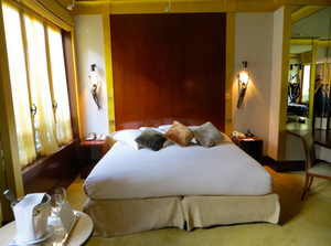 Medium_park_hyatt_paris_vendome_hotel_review-park_deluxe_king_bed