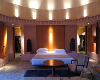Featured_amanjena_marrakech_review-pavilion_bedroom_at_night