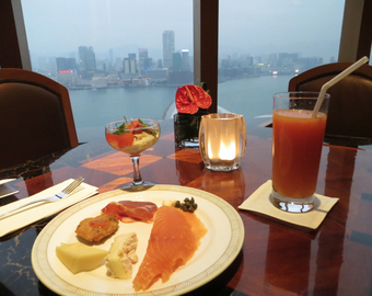 Featured_grand_hyatt_hong_kong_club_lounge-evening_appetizers_with_harbour_view