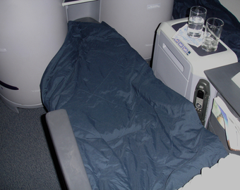 Featured_united_first_class_review_hawaii_to_nyc-flat_bed_seat