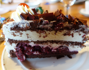 Featured_8_things_to_eat_in_germany-black_forest_cake-traube_tonbach