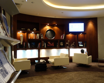 Featured_review-etihad_business_class_lounge_abu_dhabi-lounge_seating