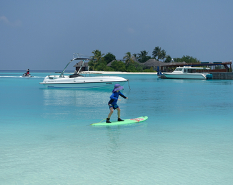 Featured_maldives_surfing_at_four_seasons_kuda_huraa-surfing_lesson-kids_can_learn_to_surf