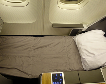Featured_review-american_airlines_767_business_class-bed_with_duvet_and_pillow