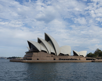 Featured_review-manly_ferry_view_of_sydney_opera_house