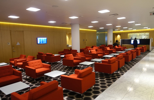 Medium_review-qantas_first_class_lounge_lax