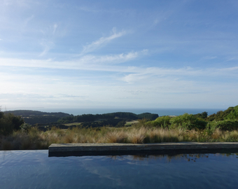 Featured_farm_at_cape_kidnappers_review-view_from_swimming_pool