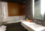 Square_lufthansa_first_class_terminal_review-bathtub_shower_room