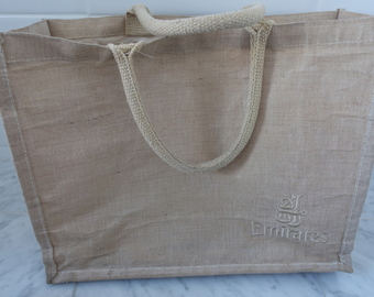 Featured_favorite_airline_first_class_mementos-emirates_first_class_beach_bag