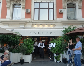 Featured_bolshoi_restaurant_moscow_review-entrance-petrovka_str_3-6