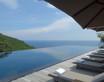 Featured_amanoi_review-cliff_pool_and_loungers