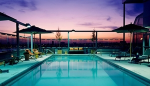 Medium_rooftop%20pool%20at%20sunset-gansevoort%20hotel-nyc