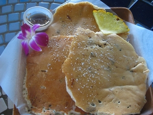 Medium_best%20pancakes%20in%20honolulu-queens%20surf%20cafe%20and%20lanai