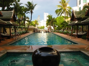 Medium_peninsula_bangkok_hotel_review-pools_and_hot_tub
