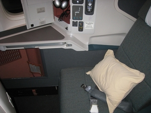 Medium_cathay_pacific_business_class_review-seat_11k